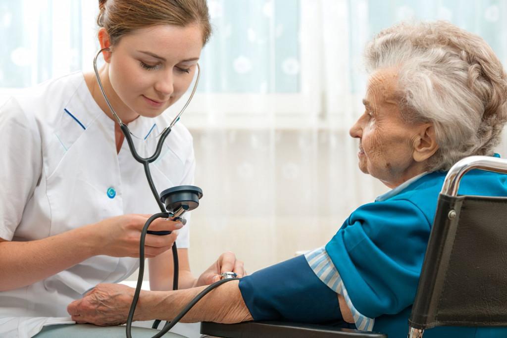 Гипотония в пожилом возрасте: как повысить АД
