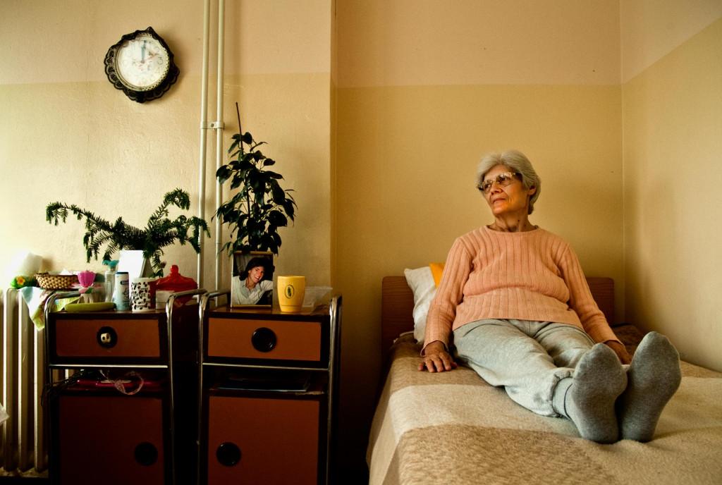 Как сделать безопасной комнату гигиены для пожилого человека