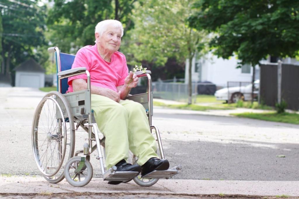 Что дает инвалидность пожилому человеку и будут ли платить две пенсии