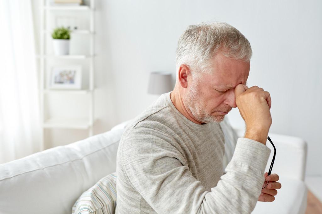 Мигрень в пожилом возрасте: как проявляется, чем лечить?