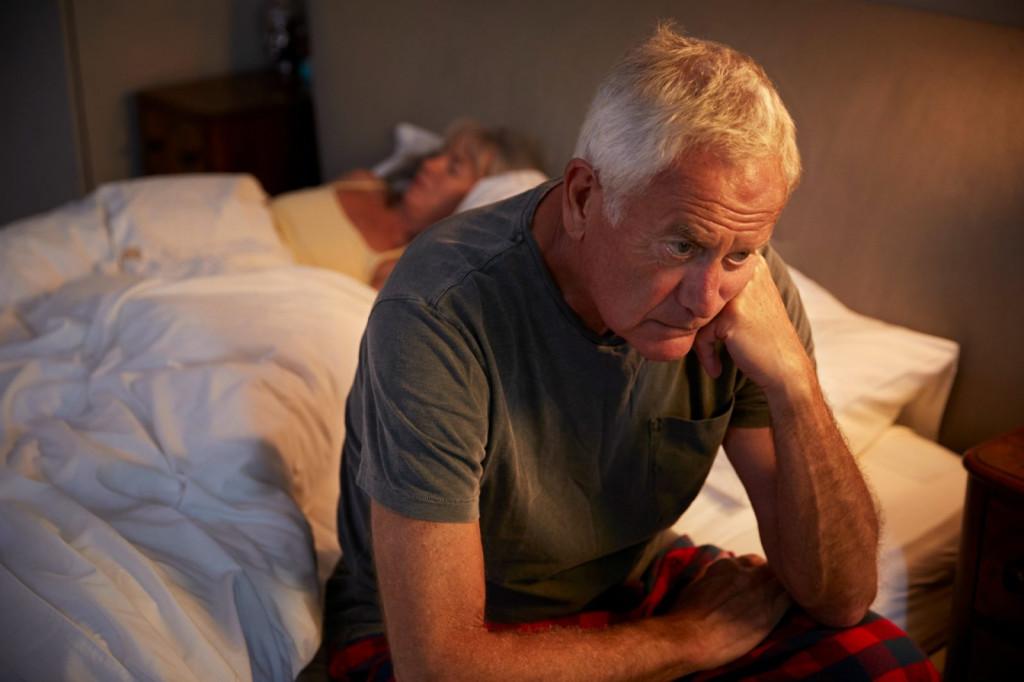 Как бороться с бессонницей у стариков