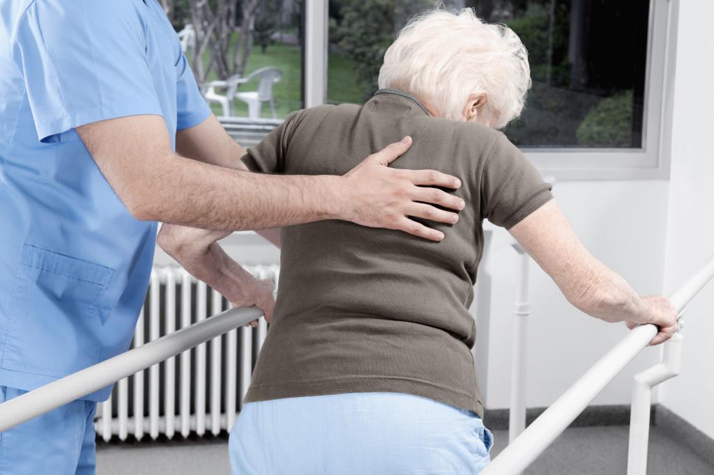 Как пожилому человеку восстановить силы после болезни